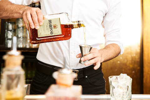 Disaronno, bar, bartender, pour, drinks, studiozelden